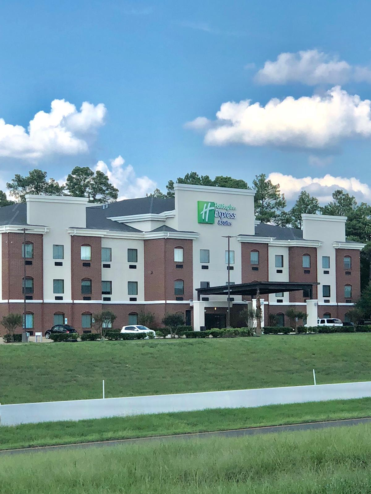 Holiday Inn Express & Suites Longview South I-20